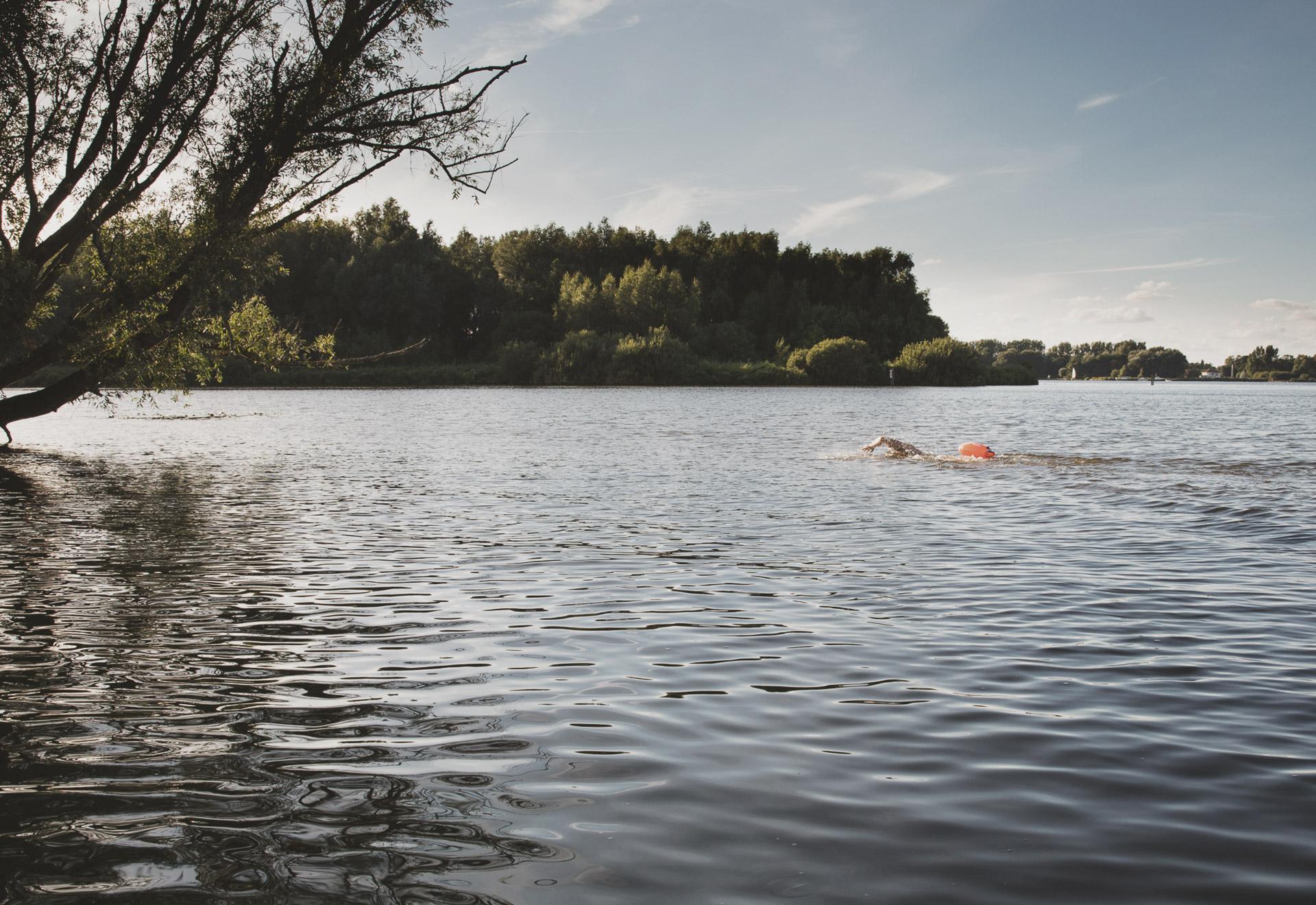 Zwemmen met een zwemboei