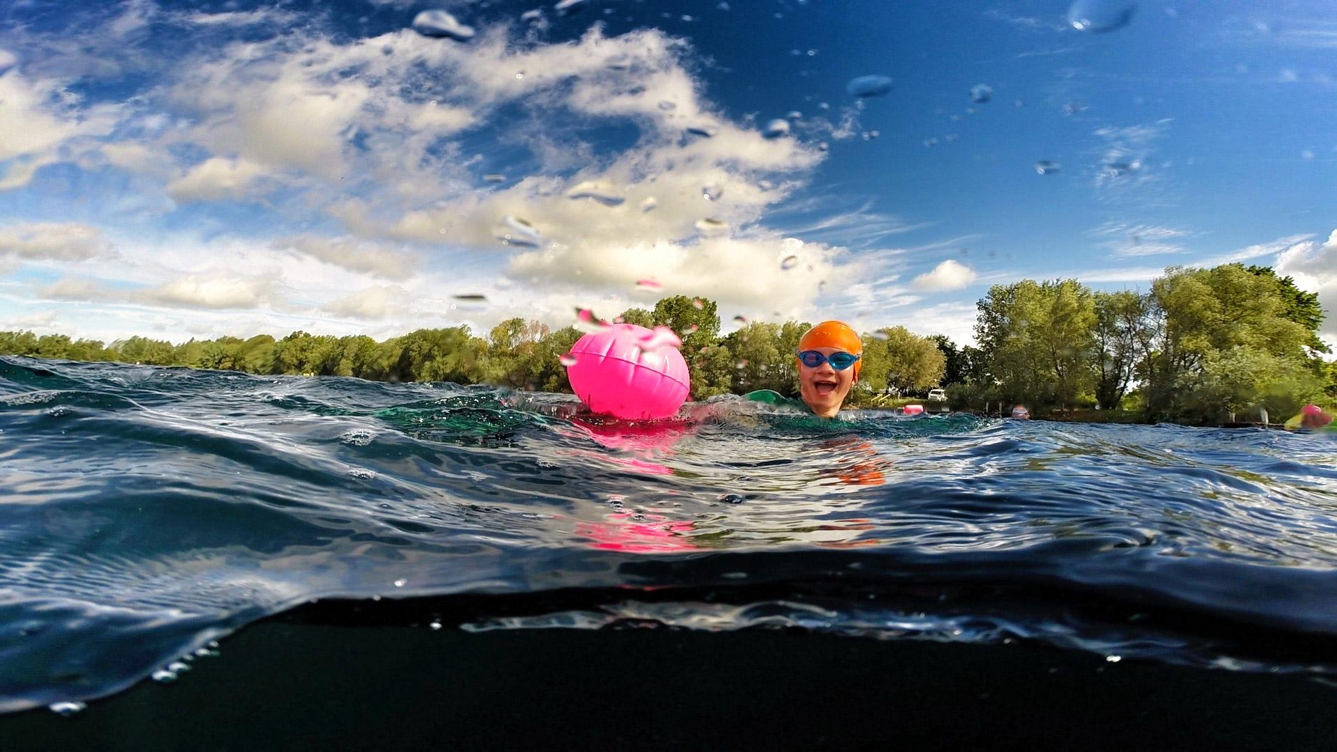 Roze zwemboei open water